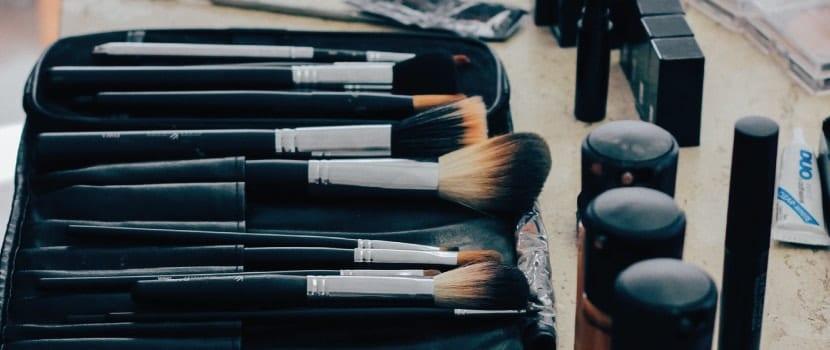 doppelkinn mit schminke entfernen